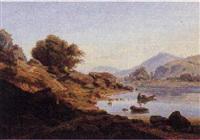 berglandskab med i forgrunden bjergso med hætteklædt kvinde i robåd samt figurer på en sti by hermann lungkwitz