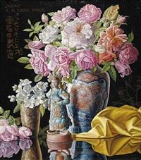 arai. stilleben mit blumen in asiatischen vasen und einer figurine auf lacktisch by alois raimund hein