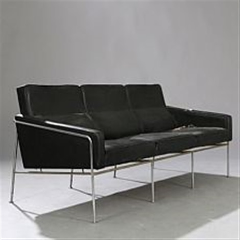 lufthavnssofa three seater sofa by arne jacobsen on artnet. Black Bedroom Furniture Sets. Home Design Ideas