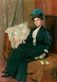 lebensgroßes portrait einer hübschen jungen frau, auf canapé im salon sitzend by hugo figge