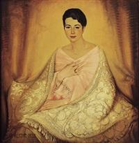 portrait einer jungen, hübschen frau mit dunklem haar und blauen augen, perlkette, armband und ringen by august rumm