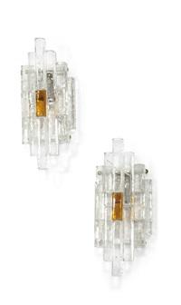 quattro lampade a parete costituite da prismi by poliarte