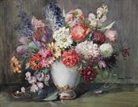 feldblumenstrauß in weißer porzellanvase by franz huth