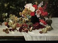 blumen- und früchtestilleben im sonnigen licht auf weiß gedecktem tisch by alois zabehlicky
