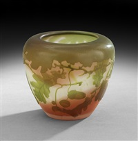 cameo glass vase by cristallerie d'emile gallé