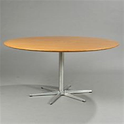 circular oak dining table on 6 star base by arne jacobsen - Round Oak Dining Table
