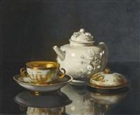 stillleben mit teekanne und vergoldeter zuckerdose by werner weber