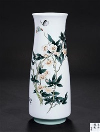 《秋艳》 (foreign enamel vase with design of autumn) by yu donghua