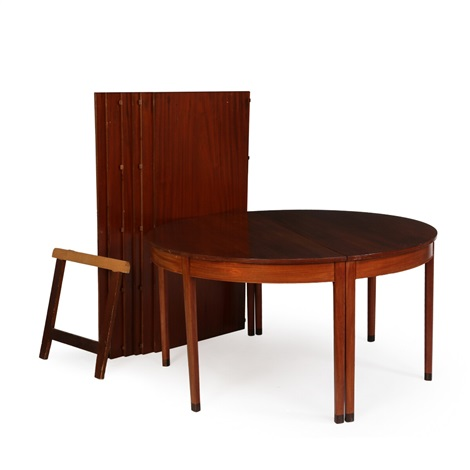 Circular Conference Table Of Mahogany With Extension And Six Extra - Conference table with leaves