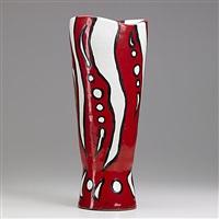 vase by hui ka-kwong