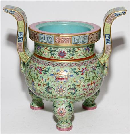 chinese enamel decorated porcelain censer h 10 34 w 11 14
