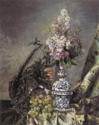 opstillling med delftvase med syrener på en karm hvorpå vindruer og bastflasker by pierre renaud