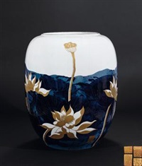 《圣荷》 (blue and white inlaid gold vase with design of lotus) by luo xiaocong