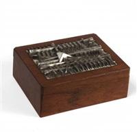 una scatola by arnaldo pomodoro