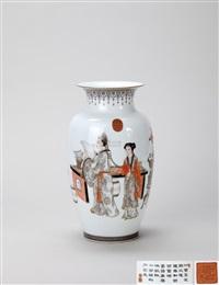 矾红墨彩描金 西厢记 中胎瓶 by zhou xiangpu