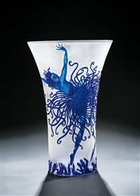 vase applause by erté