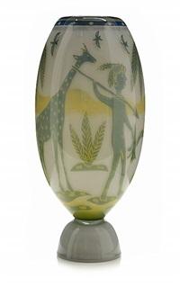 vas med palmer, figurer och djur by wilke adolfsson