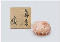 akashino incense container depicting camellia by arakawa toyozo
