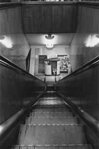 mensch in einem photoautomaten (from bildanalytische photographie) by timm rautert