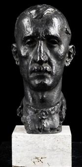 portraitkopf eines mannes mit lippenbart und geknöpftem hemdkragen by fritz koelle