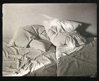 obäddad säng by gunnar smoliansky