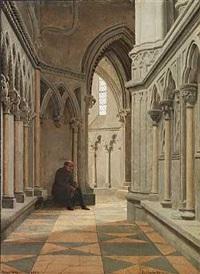 kirkeinteriør fra trondhjem domkirke med skuespilleren c. n. rosenkilde siddende mellem søjlerne by vilhelm (johan v.) gertner