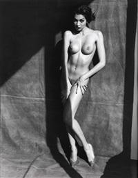 vanessa arevalo, posing by sante d'orazio