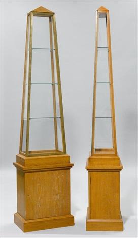 pyramiden vitrinen pair by andré arbus