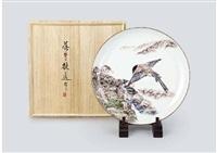 large plate depicting azure-winged magpie by fujimoto yoshimichi