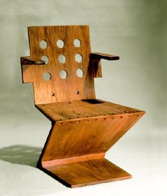 Zig zag stuhl mit kurzen armlehnen by gerrit rietveld on for Design stuhl zig zag