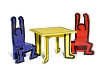 kindertisch mit 2 stühlen (set of 3) by keith haring
