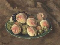 stilleben. zinnschale mit pfirsichen und trauben by fritz bach