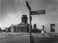 ost-berlin: gendarmenmarkt by klaus lehnartz