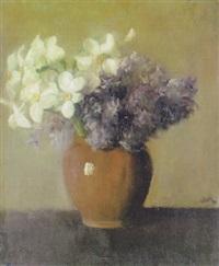 stilleben mit flieder und narzissen in brauner vase by ottilie w. roederstein