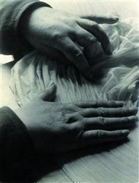 nonnenhände legen häubchen in falten by elisabeth hase
