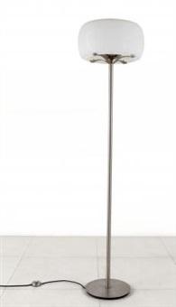 una lampada da terra clitunno by vico magistretti