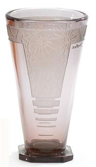 vase mit geometrischem dekor by lunéville (co.)