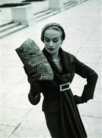 ohne titel (model mit handtasche) by walde huth