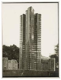 mies van der rohe, gläserner wolkenkratzer, modell mit staffage von oskar herzog vor dem gebäude des ehemaligen kolonialmuseums. nicht ausgeführtes projekt von 1922 by curt rehbein