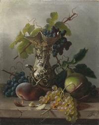 stilleben mit trauben und weinlaub in einem skulptierten krug by frederike frey