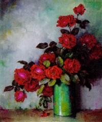 morkerode roser i en gron vase by carl h. fischer