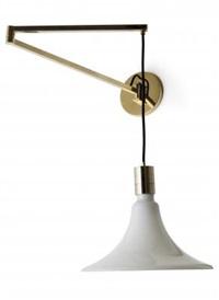 una lampada a parete della serie am as by franca helg and franco albini