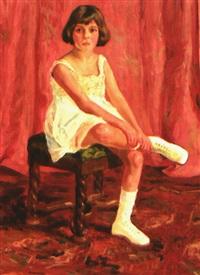 portrait eines sitzenden mädchens im tenniskleid vor rotem vorhang by erika von kager