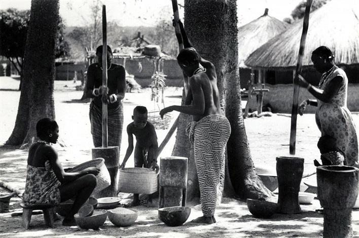 manioc crushing by ed van der elsken