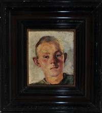 portrait eines jungen im olivgrünen hemd by thomas baumgartner