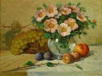 stilleben mit buschröschen in einer bauchigen glasvase sowie früchten, auf einem tische drappiert by giovanni sanvitale