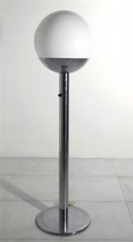 una lampada da terra by luci illuminazione (co.)