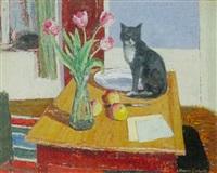 opstillig med kat siddende på et bord by herdis gelardi