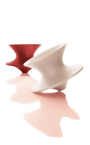 陀螺椅 (两件一组) 纤维质塑料 spun set of 2 by thomas heatherwick