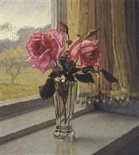lyserode roser i en glasvase by wilhelm andersen